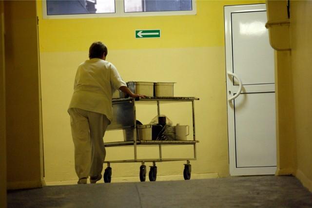 Personel niemedyczny zatrudniony przez firmy zewnętrzne wciąż czeka na dodatki covidowe (zdjęcie ilustracyjne).