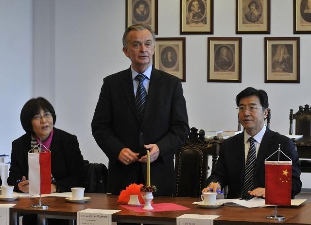 Już w grudniu rektor UG (w środku) gościł m.in. chińskiego wiceministra edukacji Chińskiej Rebubliki Ludowej Du Yubo (po prawej)