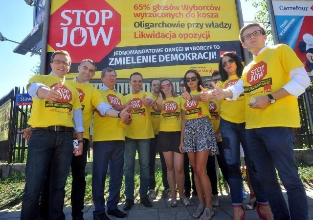 """Działacze SLD rozpoczęli w całym kraju akcję """"Stop JOW"""". Chcą przestrzec przed głosowaniem za JOW-ami w referendum"""
