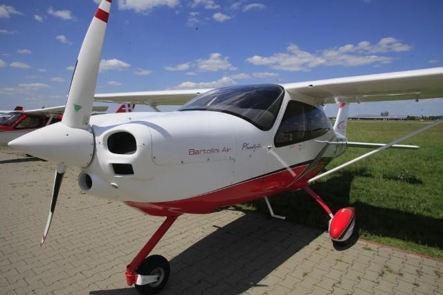 Powietrzne taksówki i samoloty ośrodka szkoleniowego pilotów Bartolini Air