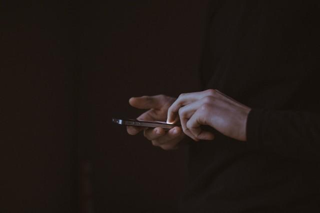 Uważaj, dane pozyskane podczas takiej rozmowy telefonicznej mogą zostać wykorzystane przez przestępców do kradzieży tożsamości lub pieniędzy!
