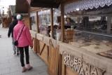 Łodzianie odwiedzają jarmark na Piotrkowskiej - zobacz ofertę i ceny w naszej galerii