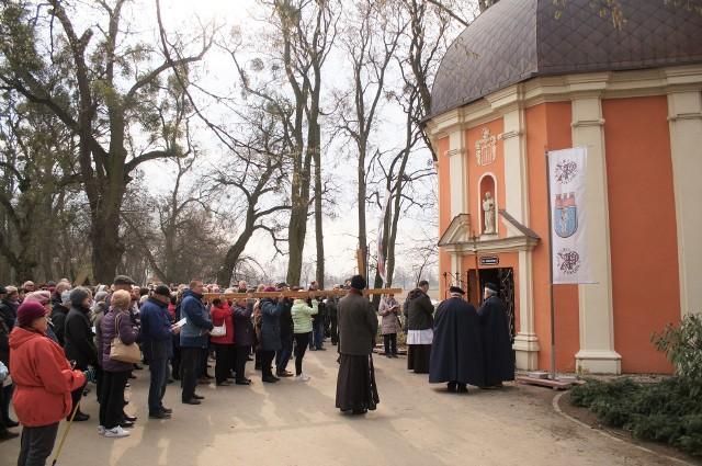 Rozpoczął się Wielki Post. W każdy piątek Franciszkanie zapraszają wiernych do udziału w Drogach Krzyżowych organizowanych na terenie Kalwarii Pakoskiej