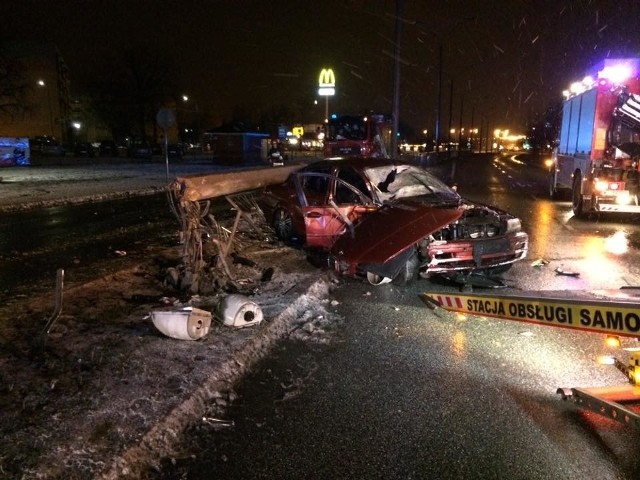 Śmiertelny wypadek BMW na alei Grzecznarowskiego w Radomiu.
