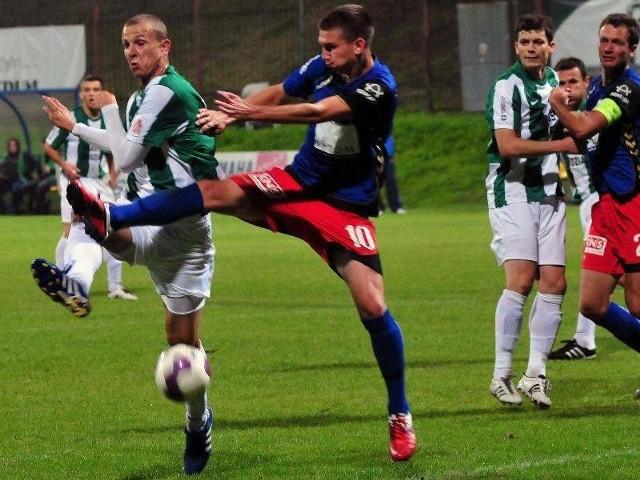 (w środku) jeszcze w poprzedniej rundzie walczył z Maciejem Dąbrowskim, a w sobotę walczył z Mickaelem Silvestrem z Werderu Brema.