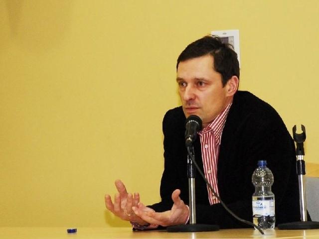 Krzysztof Ziemiec, znany dziennikarz, w I LO