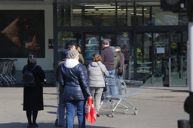 Koronawirus w Polsce. Rząd ma już plan na odmrażanie gospodarki. Po świętach zakazy będą łagodniejsze?