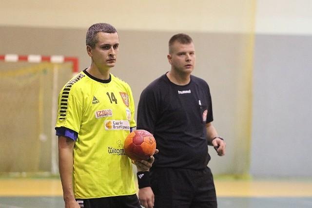 Dla Trójki był to kolejny ważny mecz w tym sezonie. Rafał Niećko i jego koledzy z drużyny liczyli na piąte z rzędu zwycięstwo w II lidze.