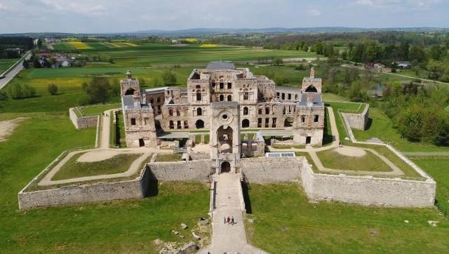 Ruiny zamku Krzyżtopór, widok od frontu.