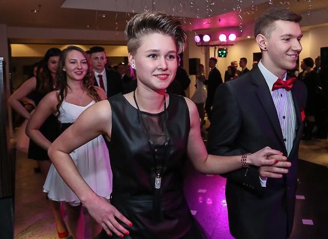 Na zdjęciu: tegoroczni maturzyści Roksana Wilma ( piłka ręczna) i Dominik Pietrzak ( futbol amerykański)