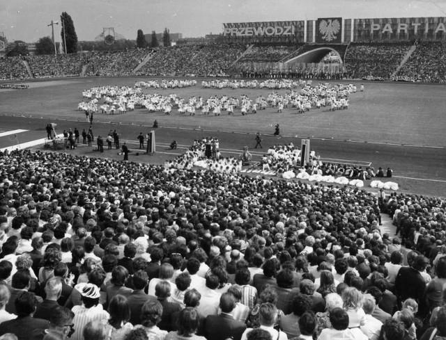 W 1957 roku oddano do użytku rozbudowany stadion im. Edmunda Szyca (wówczas im. 22 Lipca). Sześćdziesięciotysięcznik był wizytówką Poznania. Grali tam nie tylko piłkarze Warty i Lecha. Na Wildzie gościła reprezentacja Polski, świętowano centralne dożynki. Co pozostało z dawnej świetności?Przejdź dalej i zobacz zdjęcia --->