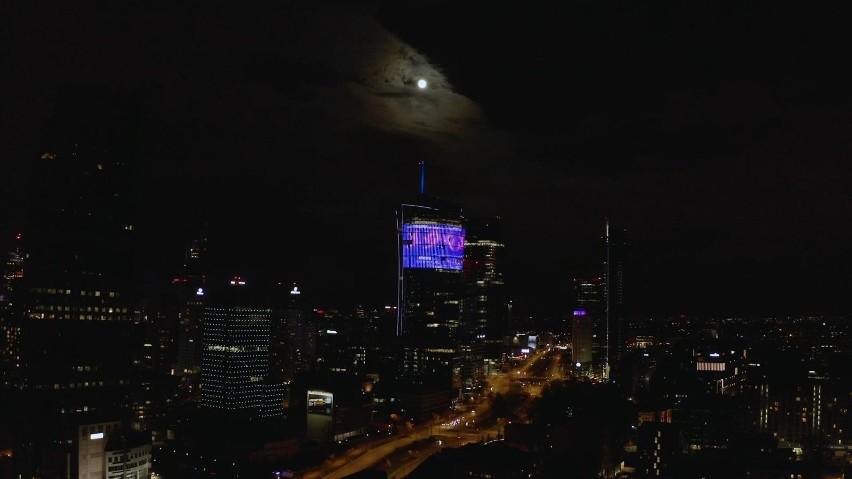 Coldplay w Warszawie... na razie na budynku Warsaw Spire....