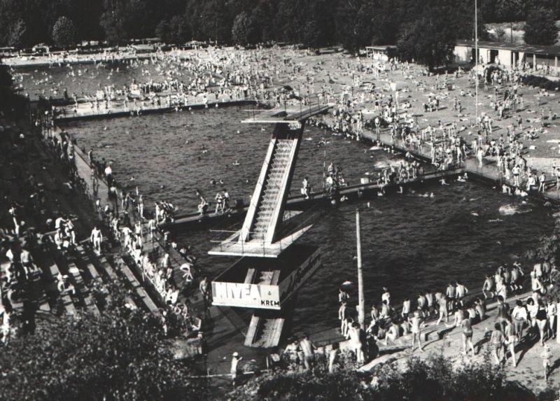 Pływalnia przy ul. Niestachowskiej została otwarta jeszcze...