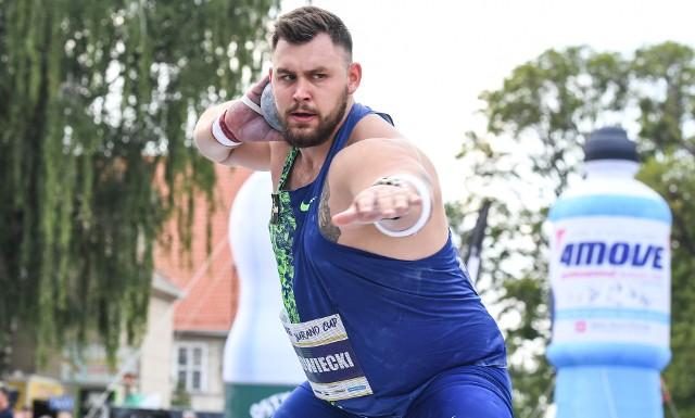 Konrad Bukowiecki zorganizował w swoim rodzinnym mieście Szczytnie mityng pchnięcia kulą i zajął w nim drugie miejsce
