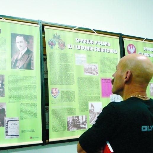 """Wystawę pt. """"Drogi do niepodległości"""" można oglądać w lokalu Izby Pamięci Ziemi Grajewskiej"""