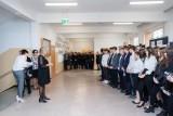 Egzamin gimnazjalny w SP nr 32 w Bydgoszczy. Nauczyciele ubrani na czarno [zdjęcia]