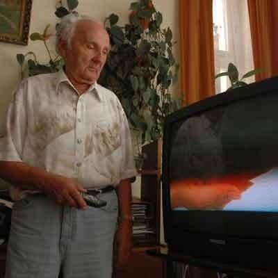 - Telewizja to nasze okno na świat. Zakłócenia w odbiorze powodują, że czujemy się odcięci od świata - mówi Stanisław Pochanke.