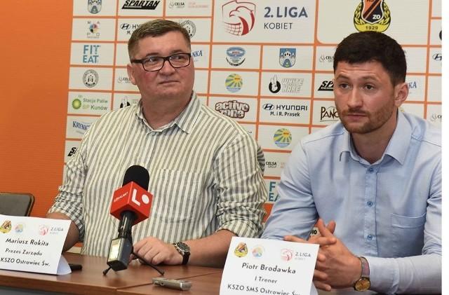 Od lewej prezes KS KSZO Ostrowiec Mariusz Rokita i trener drużyny KSZO SMS Ostrowiec Piotr Brodawka.