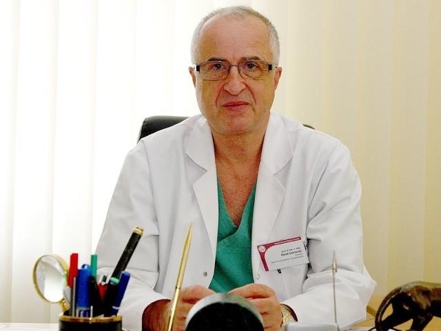Prof. dr hab. n. med. Marek Ostrowski jest konsultantem wojewódzkim w dziedzinie transplantologii klinicznej i kierownikiem Kliniki Chirurgii Ogólnej i Transplantacyjnej w Samodzielnym Publicznym Szpitalu Klinicznym nr 2 w Szczecinie.