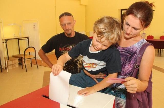 Agnieszka Sitek do lokalu wyborczego przyszła z rodziną.