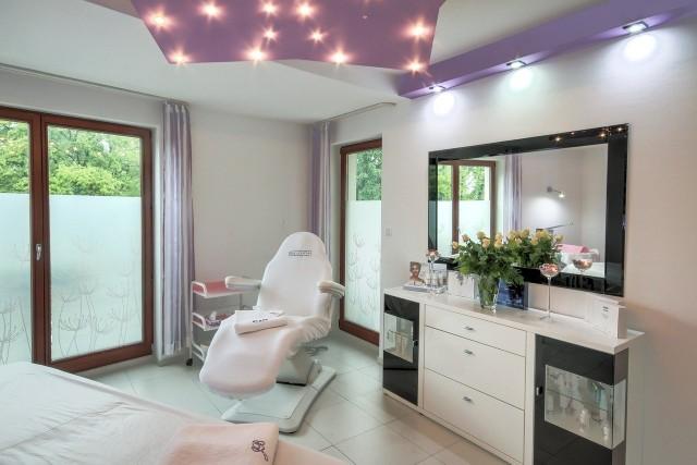 Salony kosmetyczne i fryzjerskie będą musiały spełniać szereg wytycznych, by powrócić do świadczenia usług od 18 maja.
