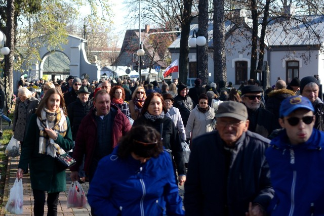 Tak wyglądał 1 listopada w Radomiu rok temu na cmentarzy przy ulicy Limanowskiego w Radomiu.