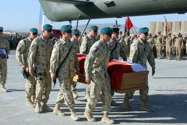 Pożegnanie st. chor. Jana Kiepury w bazie w Ghazni.