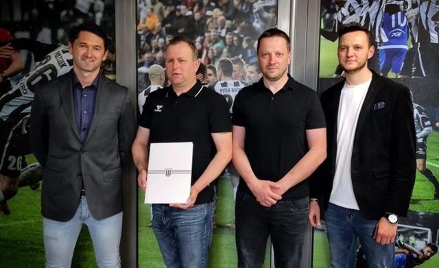 Od nowego sezonu piłkarze Sandecji będą występowali w strojach marki Hummel