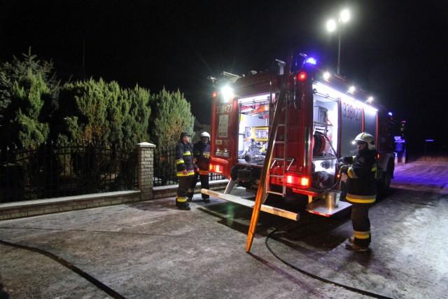 Strażacy wciąż więc apelują, aby po pierwsze czyścić przewody kominowe, a po drugie – nie używać śmieci.