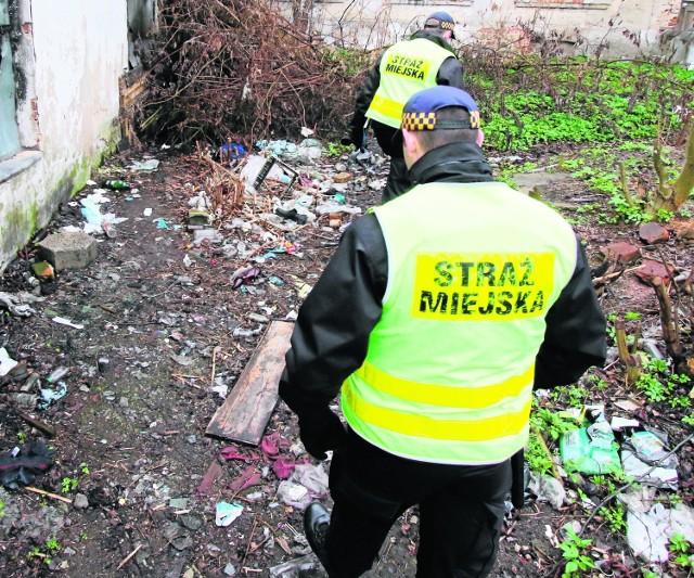 """Wśród pracowników straży miejskich trafiają się czasem """"czarne owce""""..."""