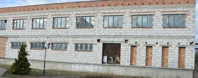 W tym budynku kiedyś planowano patomorfologię. Teraz ma w nim powstać hotel i dom seniora.