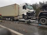 Bolesław. Dwa samochody ciężarowe zderzyły się na DK 94. Dwie osoby zostały ranne