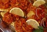 Ryba po grecku - mamy doskonały przepis. Zobacz jak zrobić rybę po grecku [SKŁADNIKI, PRZYGOTOWANIE, FILMY]