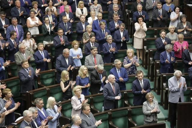Sejm: Nowi parlamentarzyści złożyli ślubowanie poselskie. Zastąpili posłów, którzy zdobyły mandat do Europarlamentu.