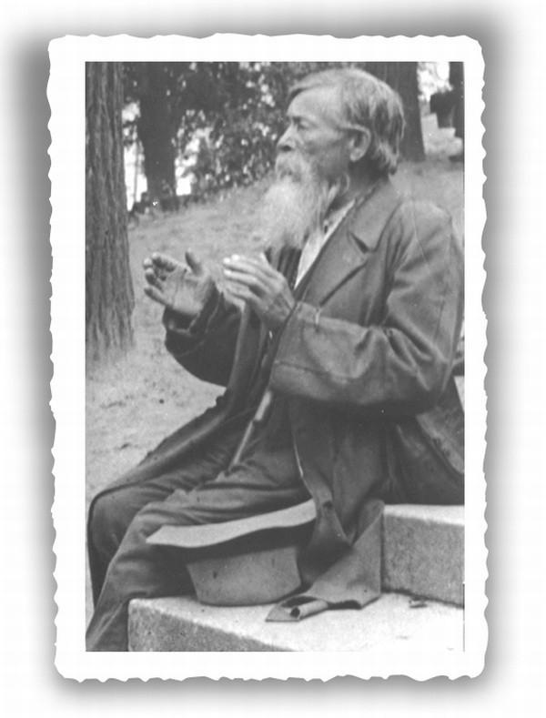 """Białostocki """"dziad"""" – ok. 1930 roku. Fot. ze zbiorów Muzeum Podlaskiego w Białymstoku"""