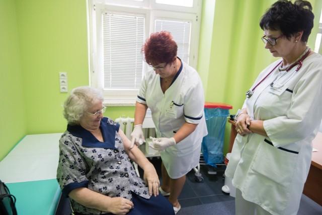 Nawet wśród seniorów, którym to szczepienie jest szczególnie zalecane, poziom wyszczepienia wynosi jedynie około 10 proc.