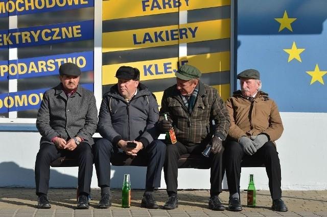 Ławeczka, czyli: Tadeusz Hadziuk (Bogdan Kalus) Maciej Solejuk (Sylwester Maciejewski)Patryk Pietrek (Piotr Pręgowski)Stanisław Japycz (Franciszek Pieczka)