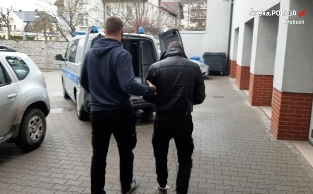Kłobucka policja zatrzymała wszystkich sprawców napadu w gminie PopówZobacz kolejne zdjęcia. Przesuwaj zdjęcia w prawo - naciśnij strzałkę lub przycisk NASTĘPNE