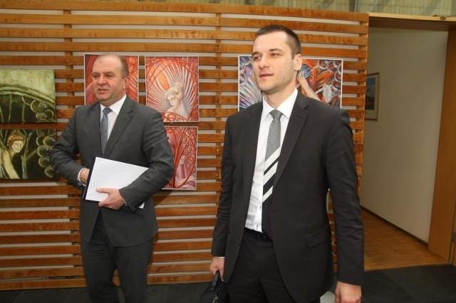 Marszałek Andrzej Buła, przewodniczący komisji konkursowej, zachwalał w czwartek kompetencje Łukasza Radwańskiego.