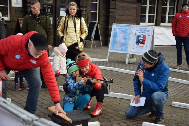 Dzieci i młodzież chętnie próbowały swoich sił w różnych dyscyplinach zimowych.