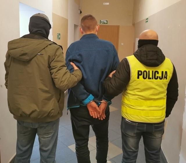 Zatrzymani przez głubczycką policję usłyszeli po osiem zarzutów.