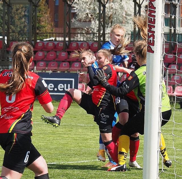 Na meczach piłki nożnej kobiet dochodzi też do takich sytuacji