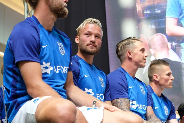 Nicklas Baerkroth (z lewej) uważa, że Norwegowie to rywal preferujący twardą grę, opartą na żelaznej defensywie