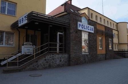 W wyniku zdarzenia nastolatka trafiła do szpitala z potłuczeniami ciała. 22-letniemu kierowcy policjanci zatrzymali prawo jazdy.