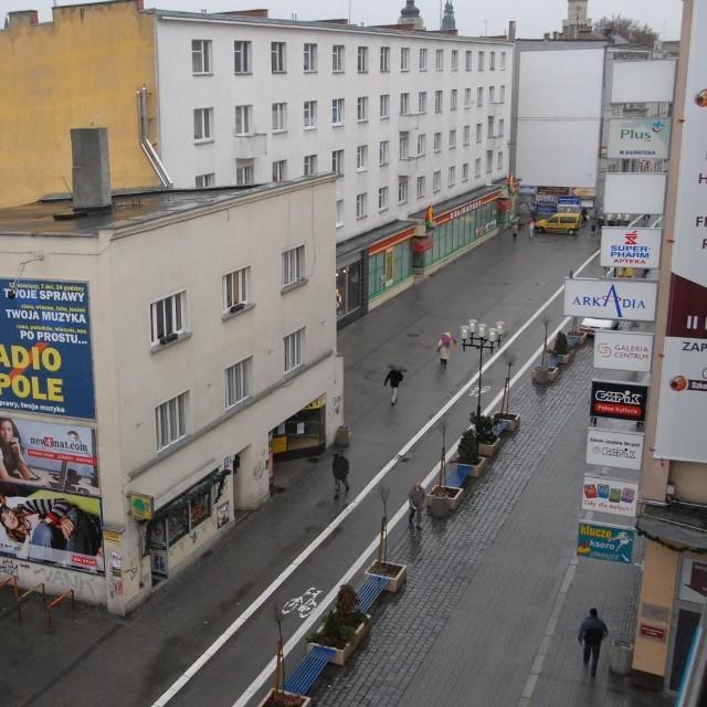 Ulica Krakowska w Opolu. Czy przybędzie na niej kolejny bank?