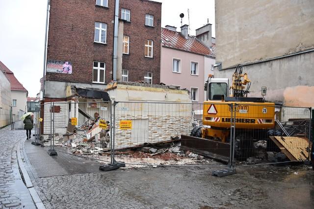 Rozbiórka Tawerny Zorba w Opolu. W jej miejsce powstaje apartamentowiec Muzealna Residence.