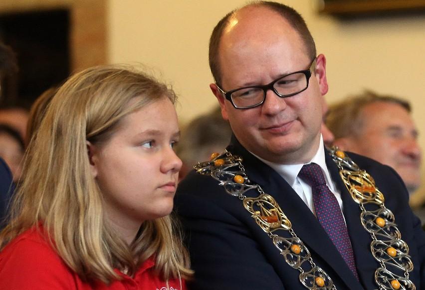 Dzień zaprzysiężenia Pawła Adamowicza na prezydenta Gdańska w 2014 roku. Antonina u boku ojca
