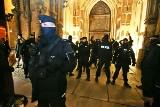 Wrocław zablokowany. Kolejny dzień protestów. Policja broni katedry (ZDJĘCIA)