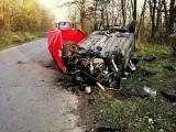 Śmiertelny wypadek w Kunicach. Samochód roztrzaskał się o drzewo. Jedna osoba zginęła na miejscu