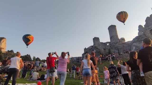 II Zamkowa Fiesta Balonowa - tłumy obserwowały wyścig kolorowych balonów.Zobacz kolejne zdjęcia. Przesuwaj zdjęcia w prawo - naciśnij strzałkę lub przycisk NASTĘPNE